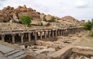 rock climbing in Hampi
