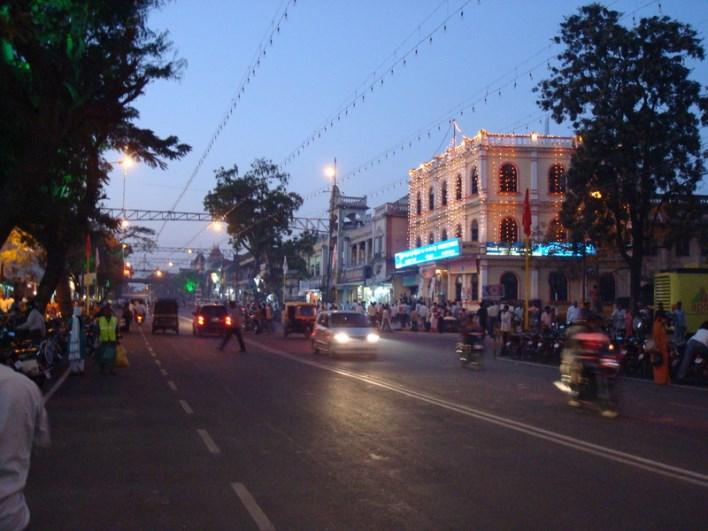 Sayyaji Rao road, Mysore. Photographer Akash