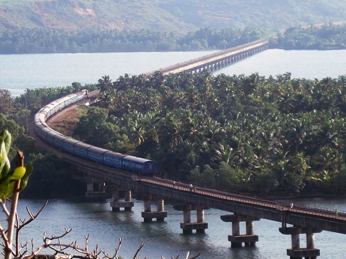 honnavar train. Image source sanjeevinihomestay