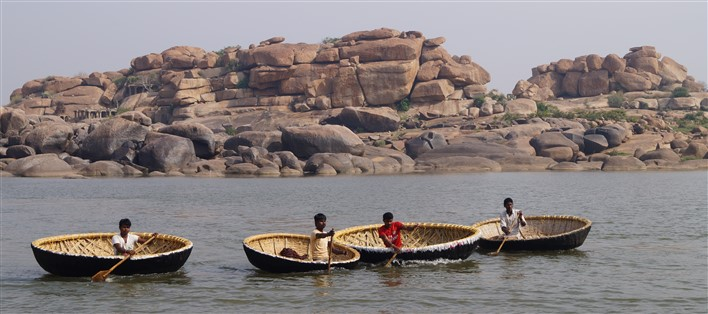 A wonder ride in Coracle in Hampi. Copyright Karnataka.com