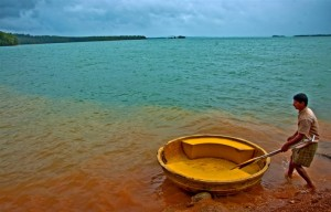 Green water and Red soil in Honnemoredu. Photographer Sarthak Banerjee