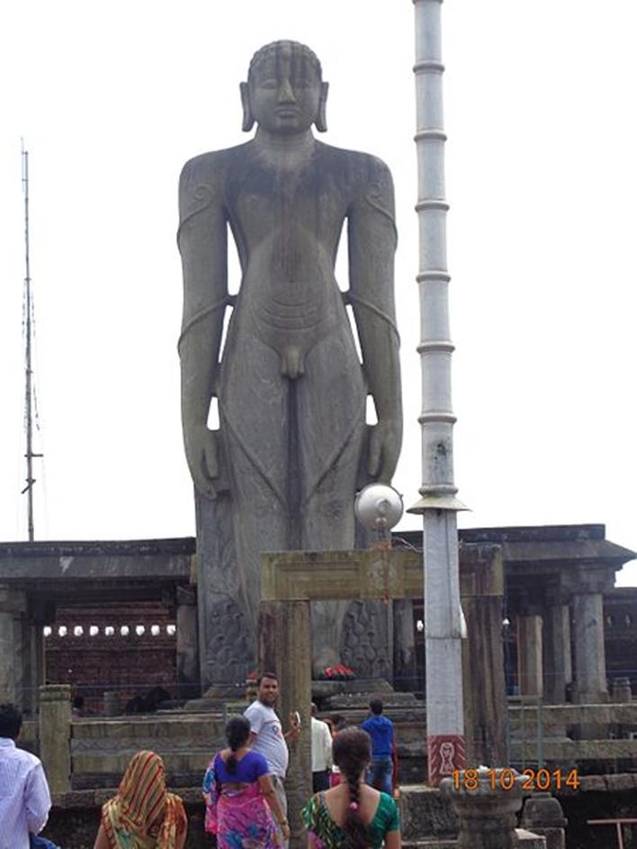 Gomadeswara statue