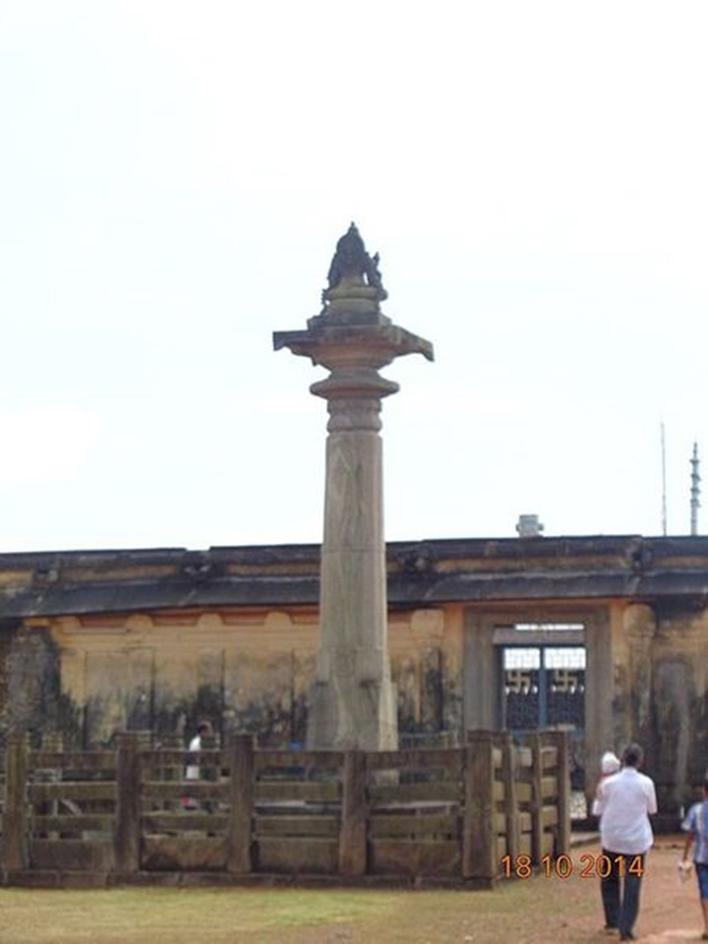Chaturmukha Basadi , Pillar at Gomadeswara statue